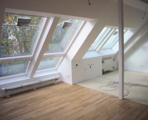 VERMIETET! Große 5-Zimmer-Maisonette-Wohnung in neu ausgebautem Dachgeschoss in München-Laim