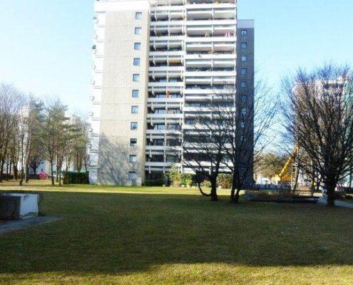 Verkauft! Renovierungsbedürftige Wohnung in Taufkirchen zu verkaufen 3,5-Zimmer mit Balkon