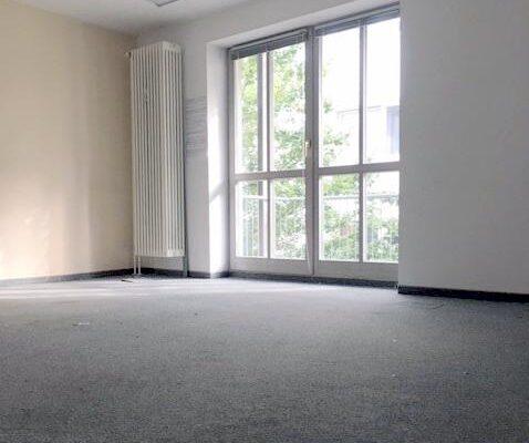 VERKAUFT! Ruhige Wohnung im Rückgebäude! 4 Zimmer mit 2 Balkonen in Bestlage in München-Maxvorstadt