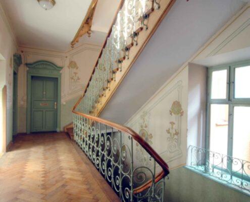 VERKAUFT! Sehr hochwertige 3-Zimmer-Altbau-Wohnung mit 2 Balkonen in bester Lage in Schwabing