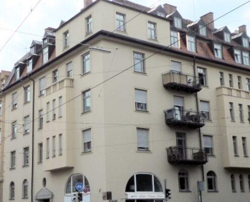 VERMIETET! Generalsanierte 3,5-Zimmer-Altbau-Wohnung mit Balkon in Neuhausen