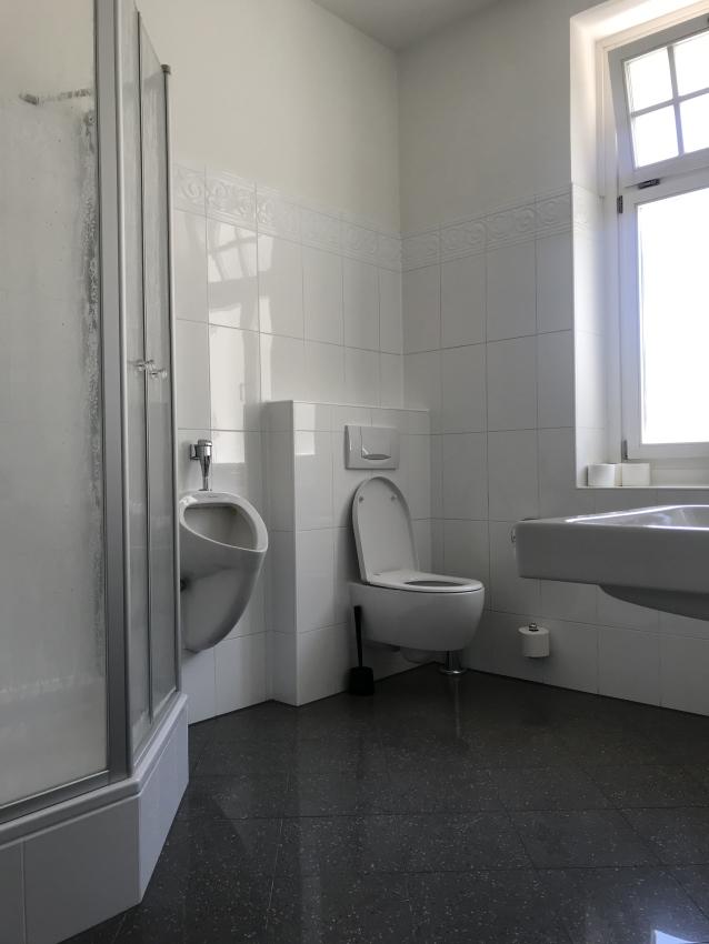 WC-Einheit mit Dusche